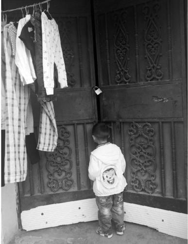 """4岁男孩被""""丢""""在幼儿园6天 母亲出走父亲不告而别"""
