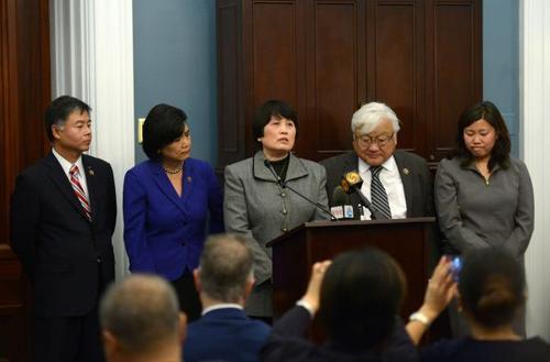 """中国侨网资料图片:美议员要求调查华人间谍冤案""""种族定性""""问题。新华社记者 殷博古 摄"""