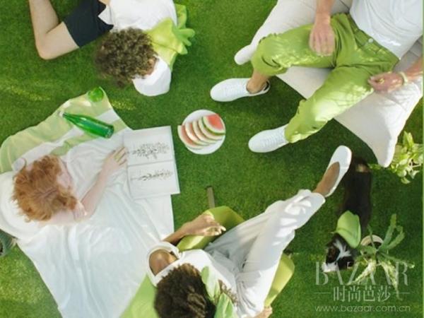 今年流行的草木绿却是曾经的死亡色 她们为了赶时髦付出恐怖代价