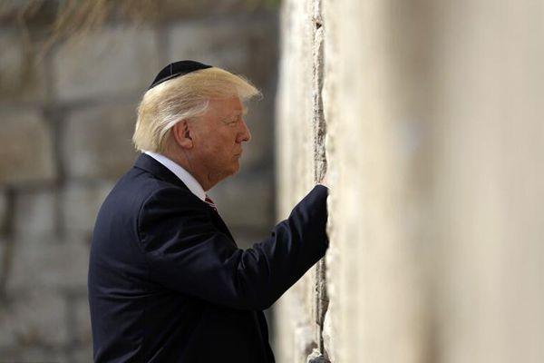 """特朗普携家人参观耶路撒冷""""哭墙"""""""