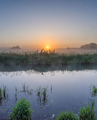 英国格兰切斯特草旬日出美景 清幽静谧