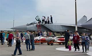 俄米格31真结实:随便踩也没事