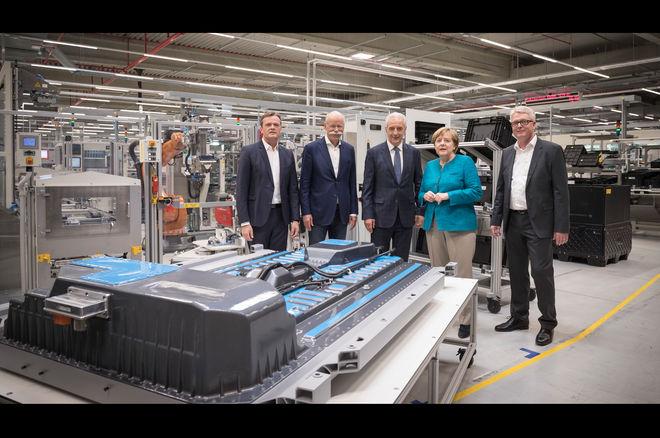 戴勒姆欧洲超级电池工厂动工 抗衡特斯拉