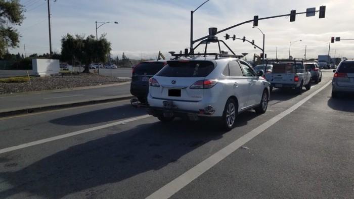 [视频]科技雷不撕:苹果自动驾驶汽车路测被拍