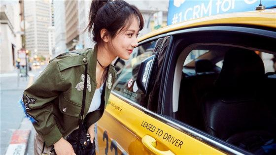 杨紫街拍演绎街头潮girl