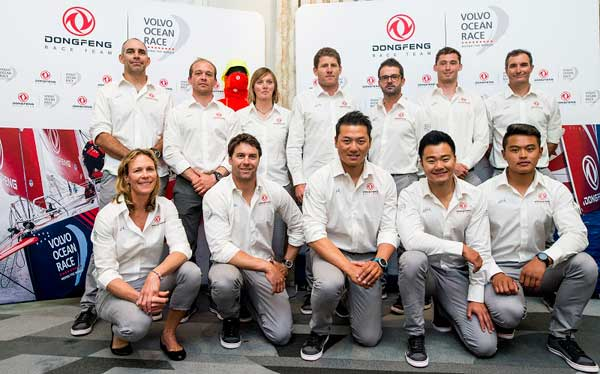 东风队将参加沃尔沃环球帆船赛 12名船员亮相巴黎