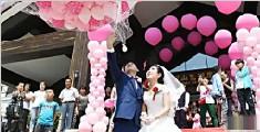 小伙用10万气球娶新娘