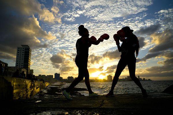 古巴女拳击手遭性别歧视 苦练梦想登奥运擂台