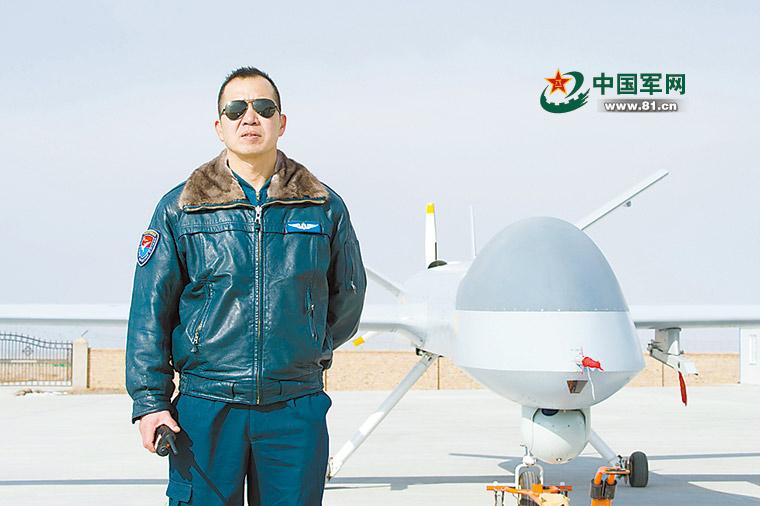 空军飞行员48岁改飞无人机 曾创造多项第一
