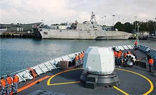 中国054A和美军LCS舰最靠近的接触