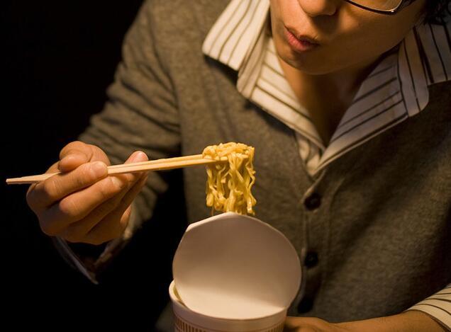 日媒:常吃夜宵可能患危险的夜食综合征