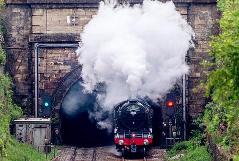 英国国宝级火车维修 曾创时速纪录