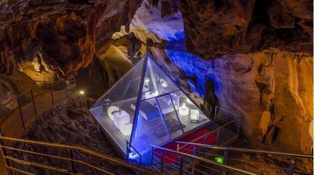法国钻石岩洞住宿服务:近万元入住60米地下房间