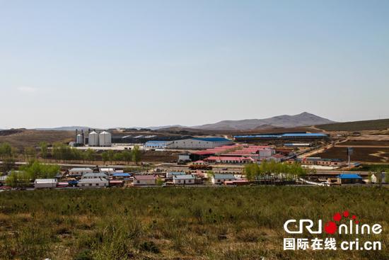 【砥砺奋进的五年】内蒙古推广秸秆颗粒燃料和光伏发电板 助力乡村山清水秀