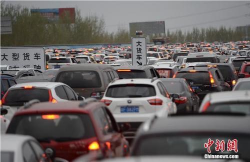 """机动车保有量突破3亿 中国汽车社会""""症候群""""凸显"""