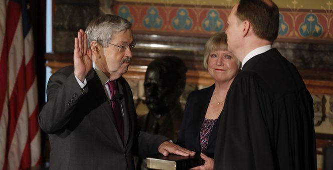 美国新任驻华大使布兰斯塔德宣誓就职