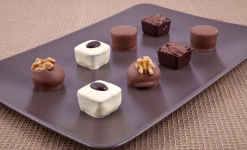 研究:吃适量巧克力可降低房颤类心脏病风险