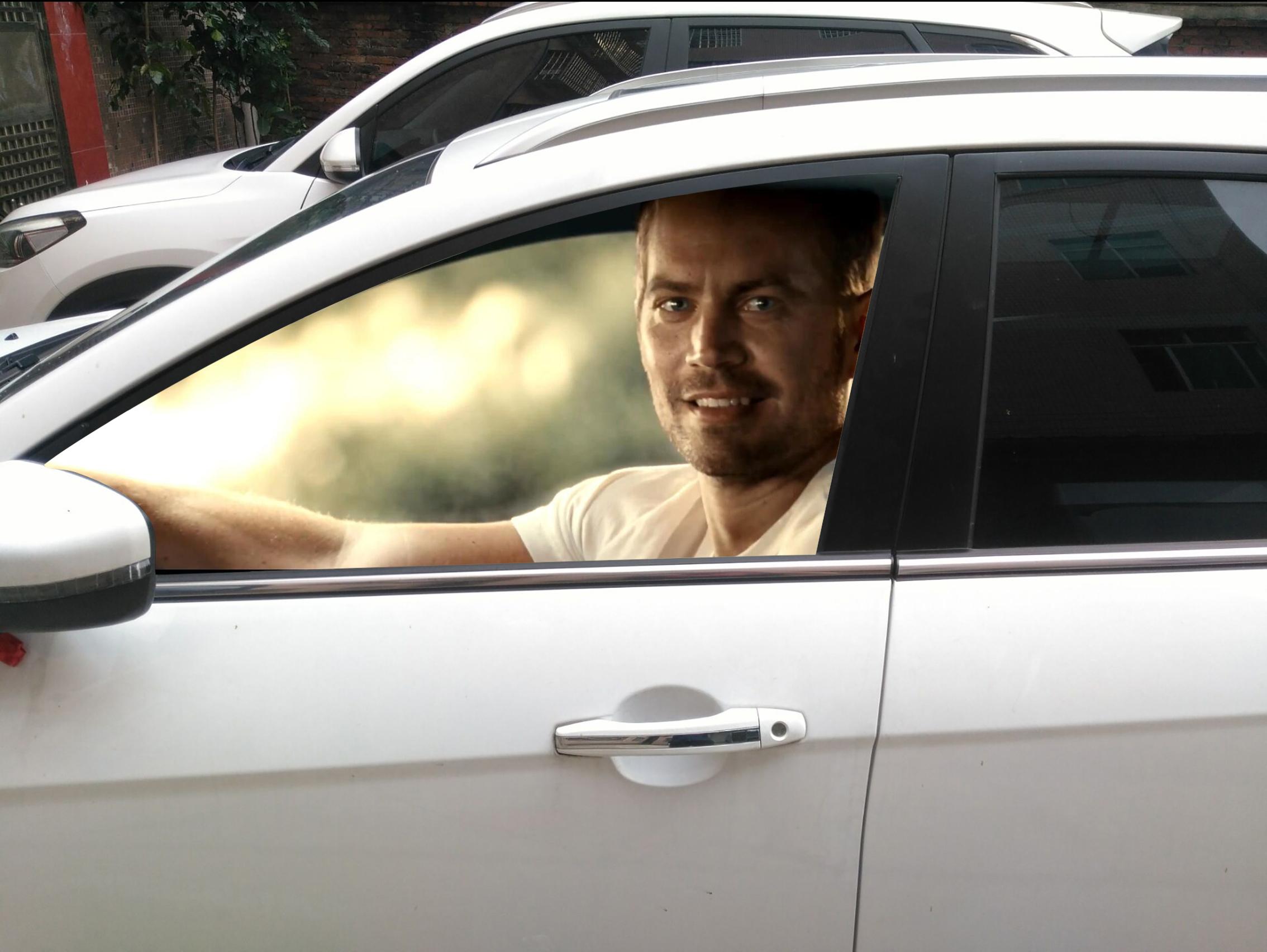 炫酷3D车窗贴走红网络 交警提示违法、不安全