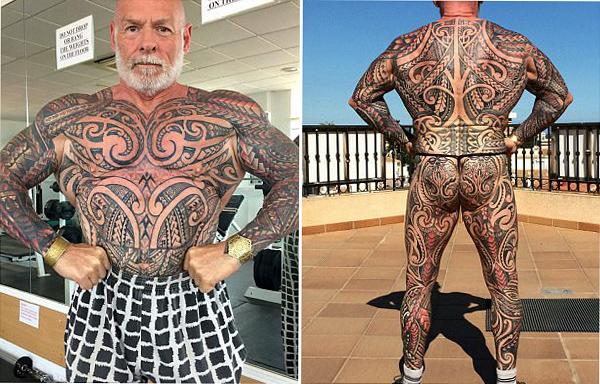 英59岁健美运动员花数万元全身文身 称显年轻