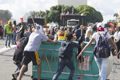 巴西民众游行抗议总统
