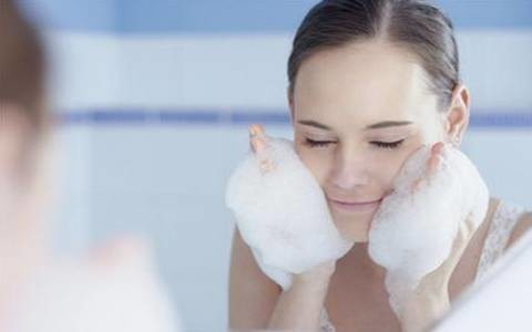 天啊,夏季这样护肤等于毁容!皮肤科专家解读五大误区