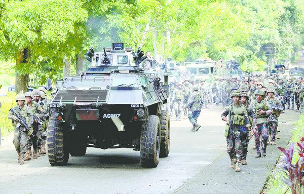菲动用飞机坦克围剿恐怖分子 造成几十人死伤