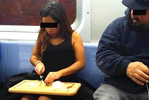 女人奇葩地铁秀