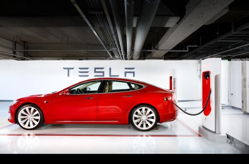 特斯拉韩国首个快速充电站建成 今年目标14座