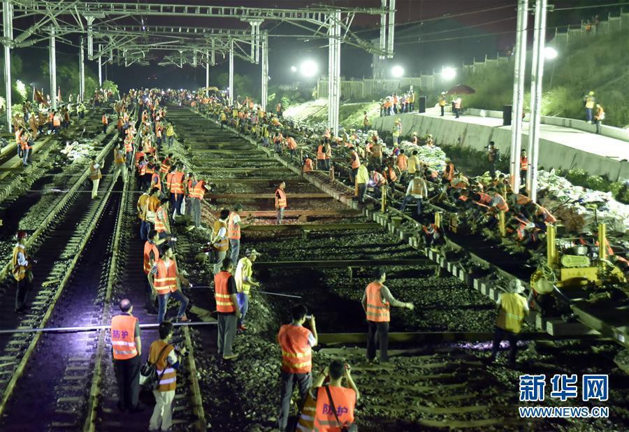 武汉九江客运专线全线铺轨贯通