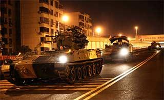 东部战区部队连夜通过城区移防
