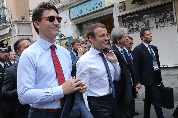 特鲁多与马克龙出席G7峰会 双双化身白衬衫男神