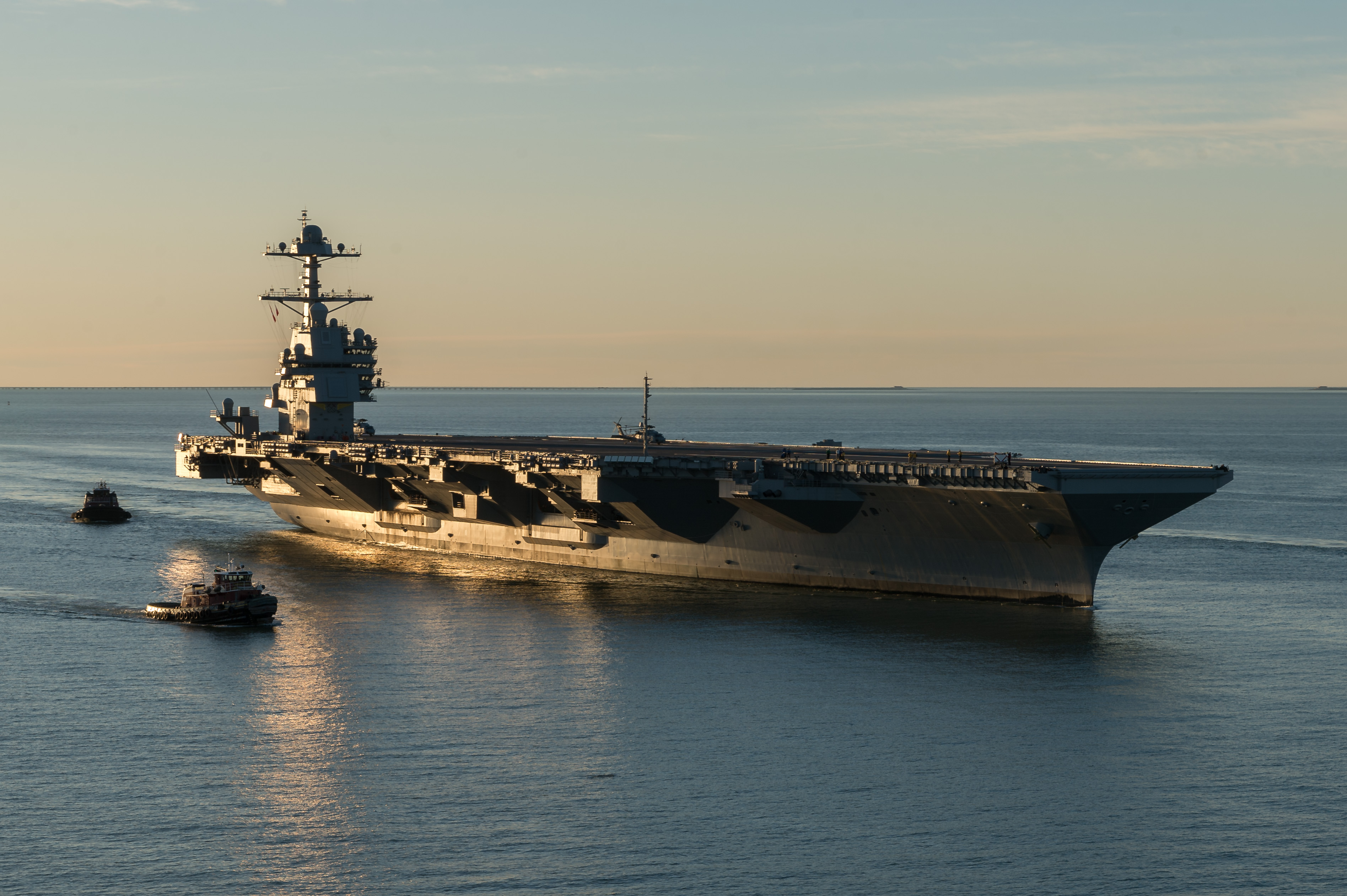 里程碑!美军福特号航母通过验收预计夏天交付
