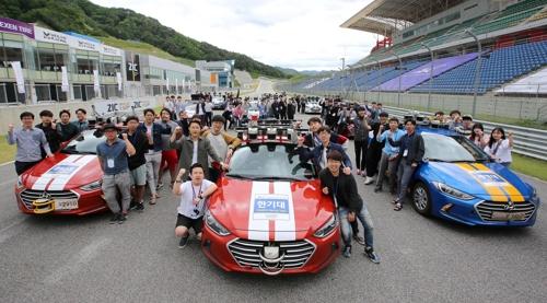 现代第4届无人驾驶汽车竞赛在韩举行