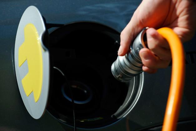 电池成本下降 十年内电动汽车价格将低于汽油车