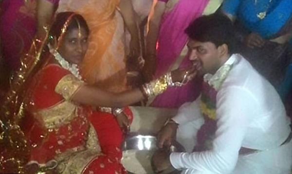印度女子将硫酸灌入前男友喉咙致其死亡