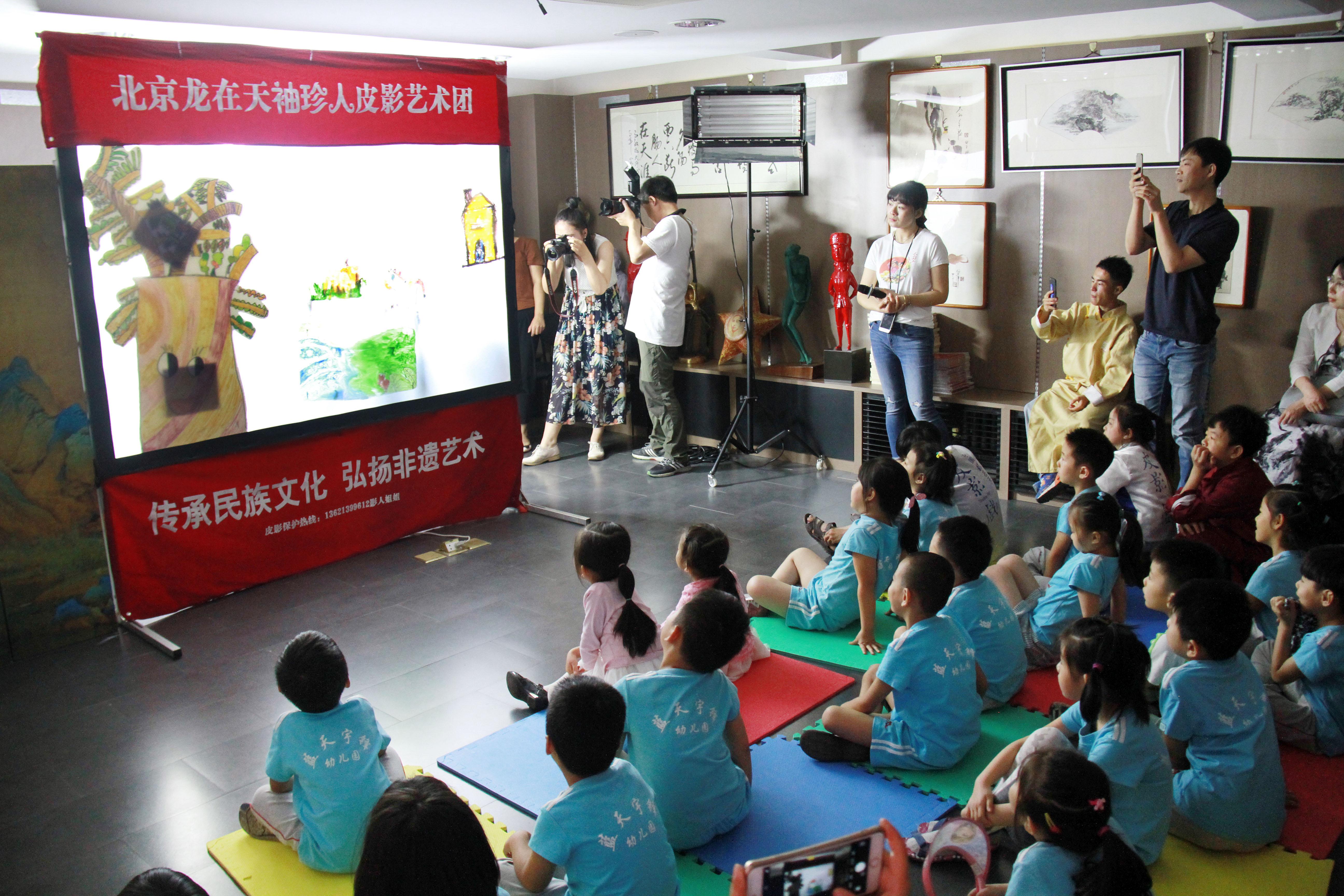 人教书苑六一主题活动引外国游客关注