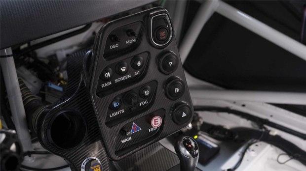 售16.9万欧元 宝马M4 GT4赛车官图发布