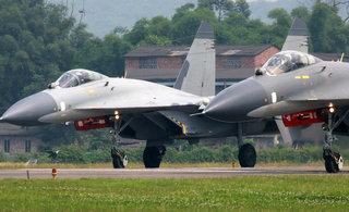 中国空军歼11双机同时起飞