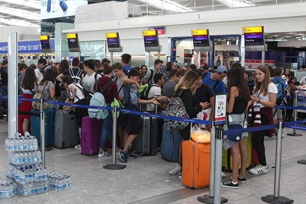 英国航空公司电脑故障致大量旅客滞留