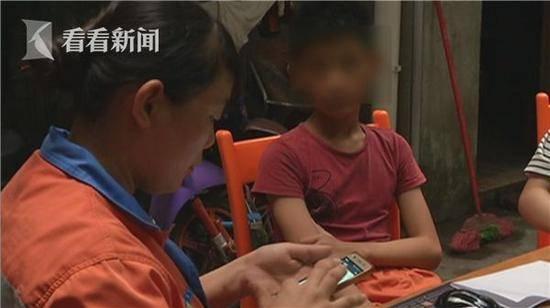 12岁小学生打赏游戏主播 花掉环卫工母亲4万积蓄