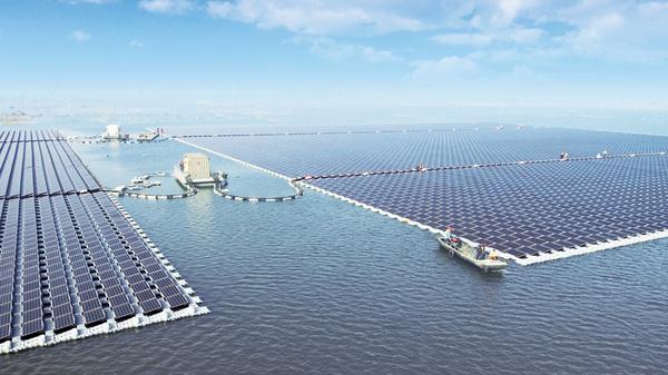 中国建成全球最大漂浮式太阳能电站 坐落安徽