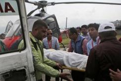 尼泊尔一架飞机珠峰坠毁 两飞行员遇难