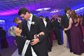感人!高中生邀癌症晚期外婆做舞伴