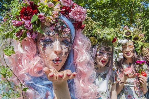 英切尔西花展时装秀 模特变花仙子