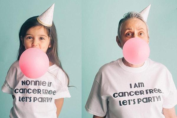美国3岁小网红庆祝外婆战胜病魔与其拍合照