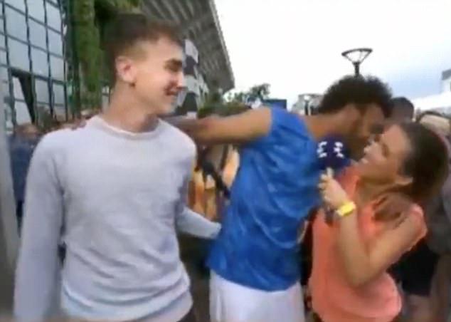 法网球选手因采访中强吻女记者遭赛事除名