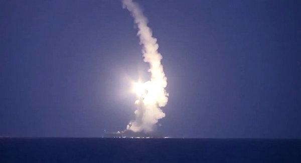 俄罗斯军舰潜艇向叙利亚境内发射四枚巡航导弹