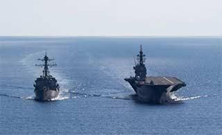美日军舰南海举行联合演练