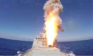 俄军舰艇向叙利亚发射4枚巡航导弹 场面壮观