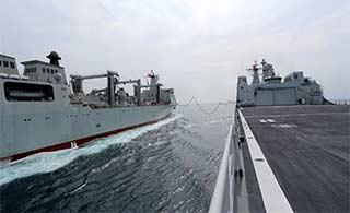 中国最大补给舰南海测试补给性能